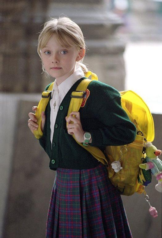映画「マイボディガード」小学校へリュックを背負って出かけるピタ