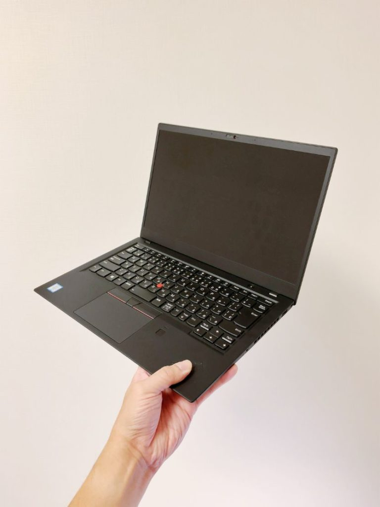 ThinkPad X1carbon 片手で持てる軽さ